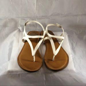 🌹Fergalicious white sandals. Size 8.5